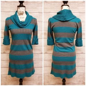Crowl neck sweater dress